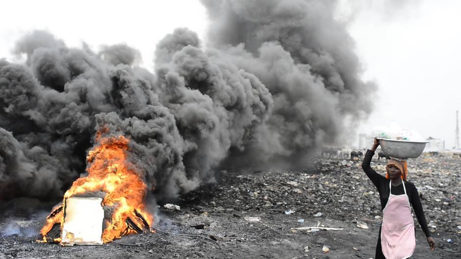 Elektromülldeponie Agbogbloshie: Kupfer ist König: Leben und arbeiten am verseuchtesten Ort der Welt