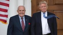 Rudy Giuliani und Donald Trump: Ab sofort unterstützt New Yorks ehemaliger Bürgermeister (l.) Trump in der Russlandaffäre