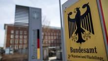 """Korruptionsverdacht beim BAMF: 1200 Asylanträge offenbar zu Unrecht gewährt - """"zahlreiche weitere Rechtsverstöße"""""""