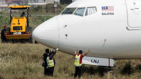 Die Boeing 737 von Malindo Air kam bei einem Startabbruch am Airport von Kathmandu erst hinter dem Pistenende zum Stehen.