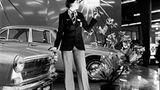 Der Austin von 1972 ist als Aufreißerkiste für Playboys zu bieder. Vielleicht klappt es ja bei den kessen Damen im Anzug?