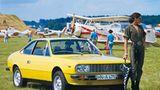 Bei diesem verschärften Modell handelt es sich um das Lancia Beta Coupé von 1972. Die Frau im Overall brauchte keinen Galan, den sie anschmachten konnte. Sie bewies während der Fotoaufnahmen, dass sie den Wagen mit sauberen Drifts, Powerslides und Tempo sehr gut alleine fahren konnte.