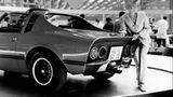 """Der Opel Aero aus dem Jahre 1969 im aktuellen Unterwasser- Raumschiffdesign. Die Dame im Astronautenanzug scheint mit der """"Orion"""" eingeschwebt zu sein."""
