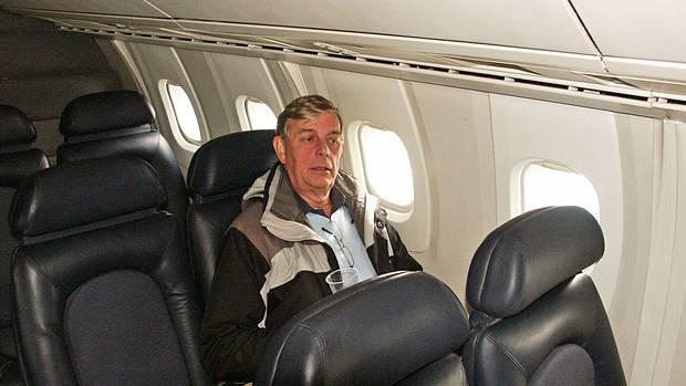 Der Rumpfdurchmesser einer Concorde war nur knapp bemessen: Fred Finn an Bord des Überschalljetsmit 2-2er-Bestuhlung.