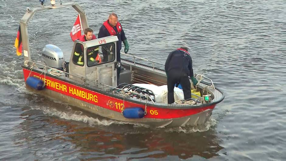 Tragisches Ende einer Suche: Liam Colgan: Hier birgt die Polizei seine Leiche aus der Elbe