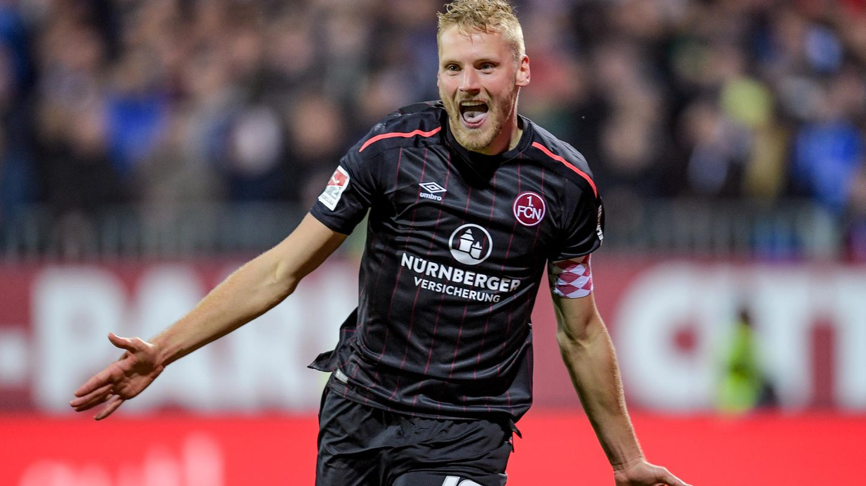 Nürnbergs Hanno Behrens feiert seinen Treffer gegen Kiel