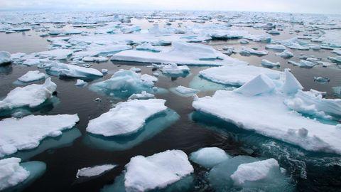 Mikroplastik-Müll in der Arktis: Arktisches Meereis in der Framstraße zwischen Ostgrönland und Spitzbergen