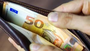 Portemonnaie mit 50-Euro-Scheinen