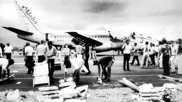Wieder am Boden, auf der Piste des Flughafens Kahului. Von den 95 Menschen an Bord wurde 65 Personen verletzt, und es gab ein Todesopfer zu beklagen.