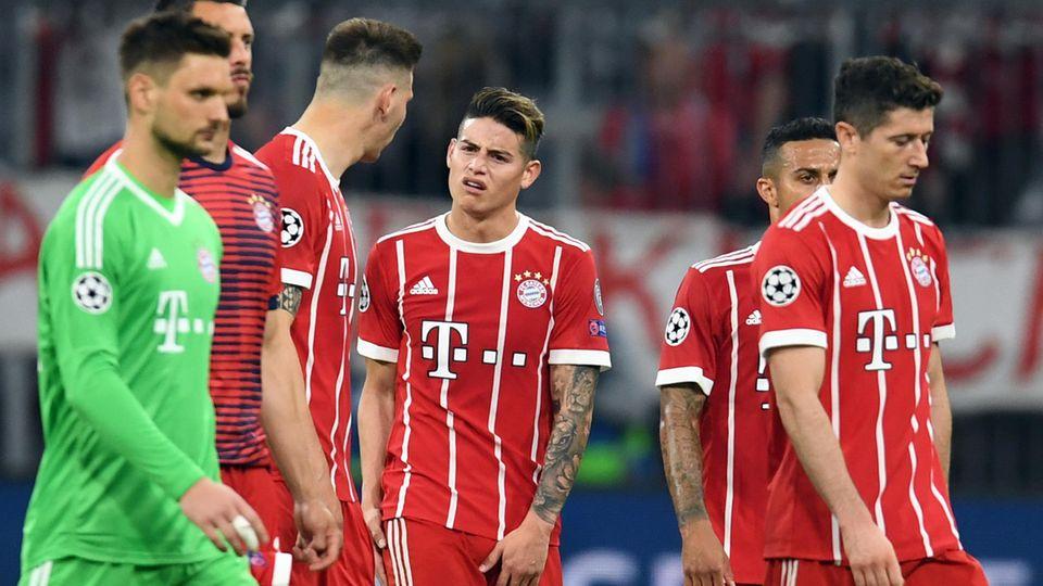 Spieler des FC Bayern München nach der Halbfinal-Hinspielniederlage gegen Real Madrid