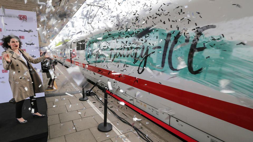 Mit Konfetti und Glitzer wird der erste Beauty-ICE eingeweiht