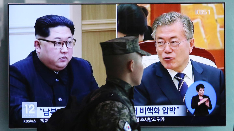 Nordkoreas Machthaber Kim Jong Un (l.) und Südkoreas Präsident Moon Jae In (r.)