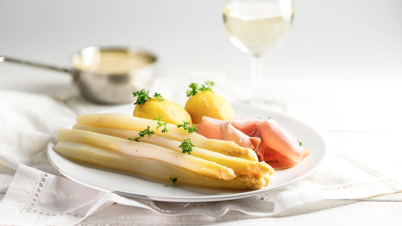 Spargel mit Kartoffeln und Schinken