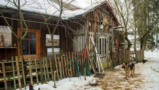 In diesem Holzhaus im kleinen Dorf Czarne an der Grenze zur Slowakei gründeten Stasiuk und Sznajderman ihren Verlag