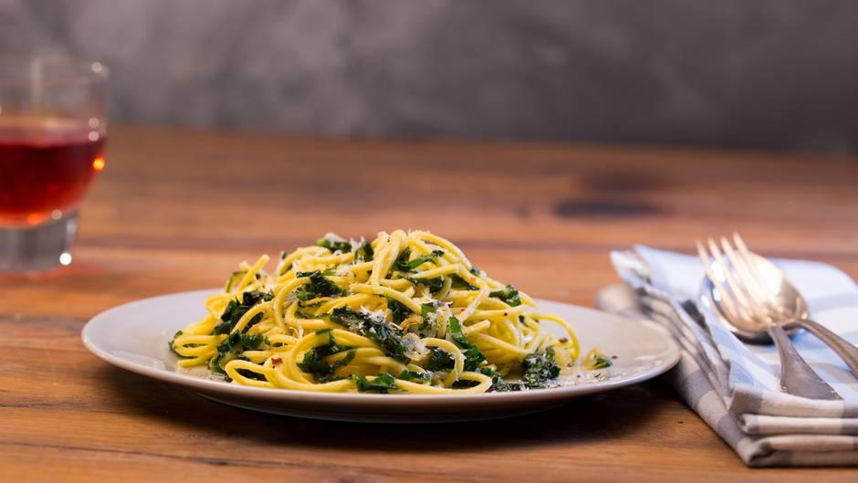 Frühlingsküche: Mit diesen mediterranen Spaghetti mit Bärlauch begeistern Sie Ihre Lieben