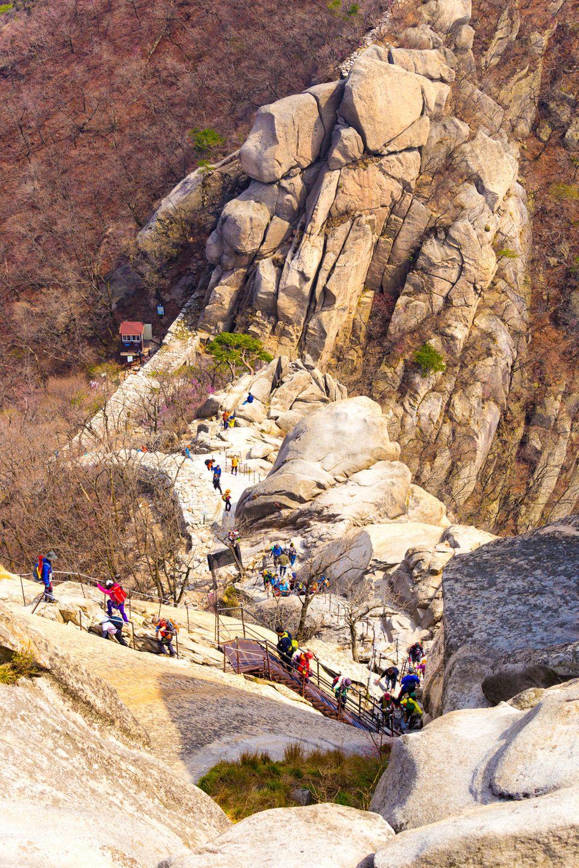 Hoch hinaus im Bukhansan-Nationalpark: Die Weg sind gut ausgebaut und bestens ausgeschildert.