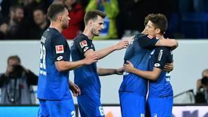 Bundesliga: Spieler der TSG 1899 Hoffenheim feiern ein Tor beim Sieg über Hannover 96
