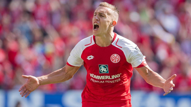 De Blasis feiert seinen Treffer für Mainz in der Bundesliga gegen RB Leipzig