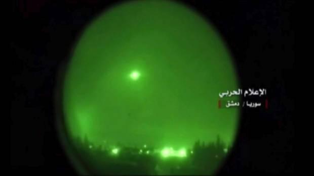 Raketen fliegen während eines Luftangriffs über Damaskus (Archivbild)