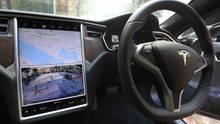 Der Autopilot von Tesla hilft dem Fahrer, ersetzt ihn aber nicht.