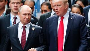 Donald Trump im Gespräch mit Wladimir Putin.
