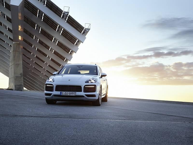 Porsche präsentiert neuen Cayenne mit Hybridantrieb