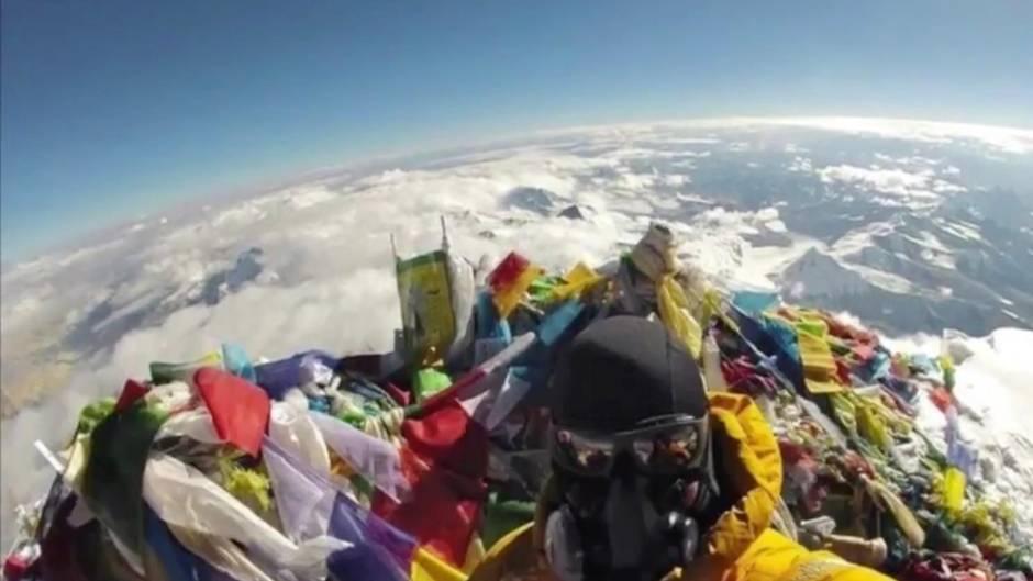 """Reaktion auf """"Flat Earther"""": Bergsteiger schießt Selfie auf dem Mount Everest - extra für Verschwörungstheoretiker"""