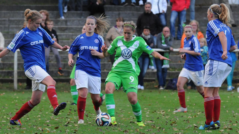 Frauenfußball im Trikot von Holstein Kiel - Pokalspiel gegen Wolfsburg von 2014