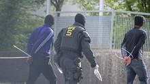 """Polizeieinsatz in Flüchtlingsheim: """"Situation in dieser Ausprägung noch nie erlebt"""": Chronologie eines Abschiebe-Krimis"""