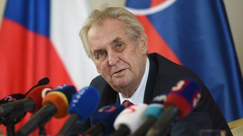 Milos Zeman während einer Pressekonferenz