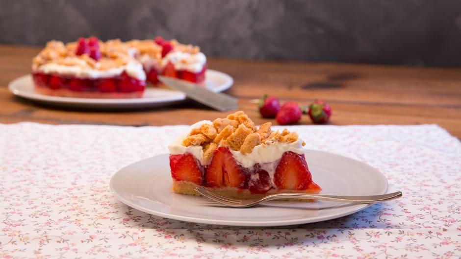 Erdbeertraum: So cremig und fruchtig ist kein anderer Erdbeer-Streuselkuchen