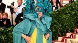 Falls Sie sich fragen, wer sich hinter dieser schrägen Kombination versteckt: Es ist Oscar-Preisträgerin FrancesMcDormand in Valentino.