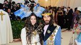 Definitiv nicht zu übersehen waren Sängerin Lana Del Rey und Schauspieler Jared Leto in ihren opulenten Gucci-Kreationen.