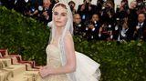 Hochzeitskleid oder Heilige Madonna? Schauspielerin Kate Bosworth in einer Robe von Oscar de la Renta.