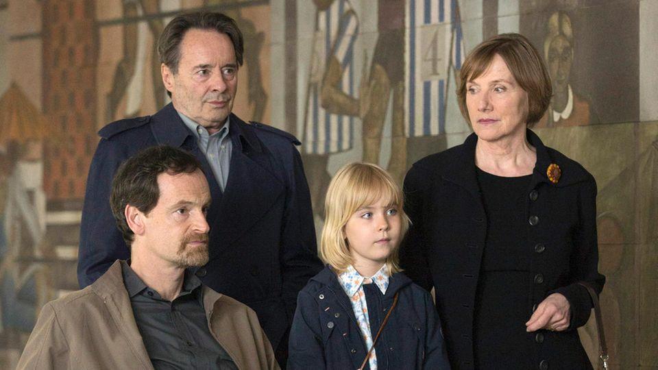 """Gelähmt, aber noch immer brutal: Hartmann als Kopf der Familie Kupfer in """"Weissensee"""""""