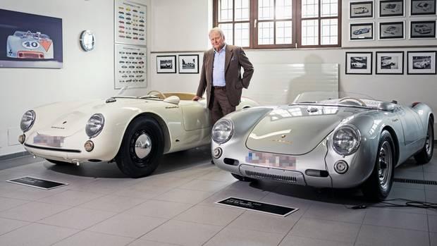 Porsche, Porsche und Porsche. Die beiden 550 Spyder stehen für die Renntradition des Hauses in den 1950er Jahren – und für den Aufstieg zur globalen Marke