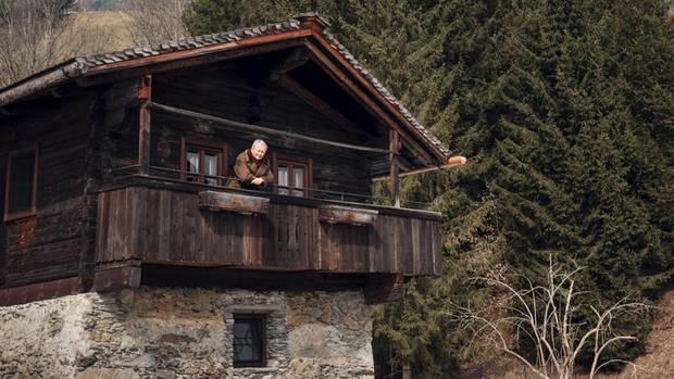 """Den ehemaligen Ziegenstall auf dem """"Schüttgut"""" nutzt Porsche als Schnapsbrennerei und Räucherhaus. Der Autobauer ist auch Biobauer aus Passion"""