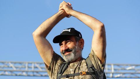 Armeniens neuer Regierungschef Nikol Paschinjan jubelt