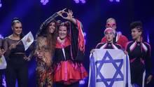 ESC: Eleni Foureira (Mitte, l.) für Zypern und Netta  für Israel