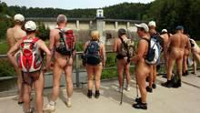 Hüllenlos durchs Land: In Deutschland gibt es bereits zwei Nacktwanderwege. Ein dritter könnte es bald in Brandenburg geben.