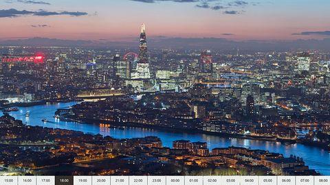 """Das Projekt """"24 Stunden London"""" bestehtaus 6240 zusammengesetzten Fotos: DieLondoner Skyline wurde rund um die Uhr in einem Winkel von 155 Grad von dem Wolkenkratzer in derCanary Wharfaufgenommen."""