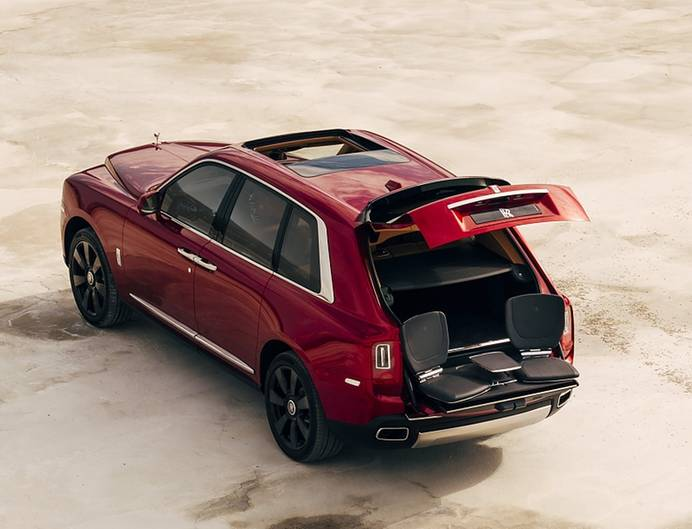 Rolls Royce Cullinan - mit ausklappbaren Picknick-Tischen
