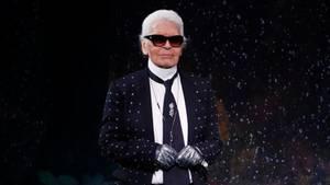 """Karl Lagerfeld """"hasst"""" Merkel: Warum der Modeschöpfer die Kanzlerin anzählt"""
