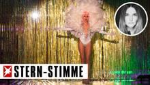 In Folge 14 traten die verbliebenen GNTM-Kandidatinnen - wie hier Christina - mit Drag Queens auf