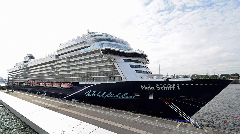 """Mit 315,7 Metern ist die neue """"Mein Schiff 1"""" Deutschlands längstes Kreuzfahrtschiff. Im Vergleich zu den Tui-Cruises-Neubauten """"Drei"""" bis """"Sechs"""" fällt das Flaggschiff 20 Meter länger aus und hat ein zusätzliches Deck."""