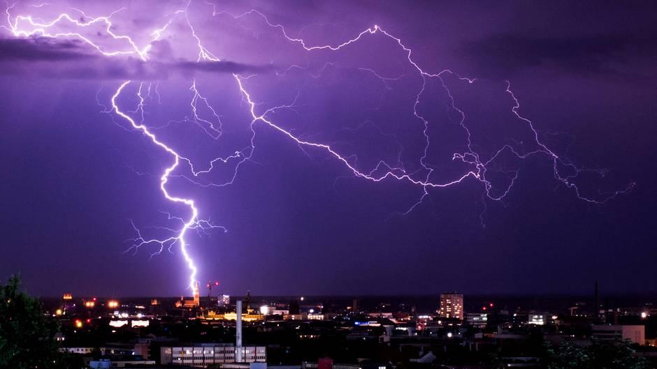Unwetter - Wetter -Deutschland - Süden - Gewitter - Starkregen