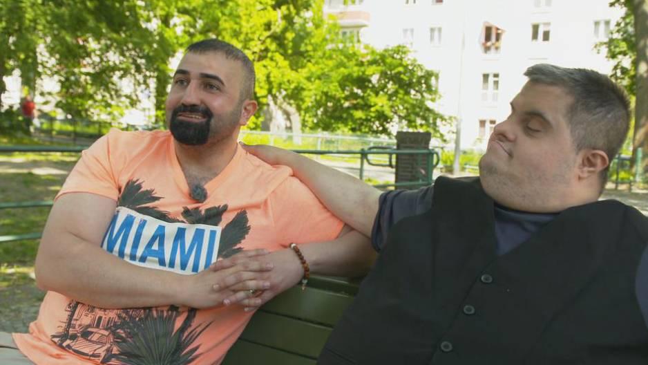 Kubilay Sarikaya kümmert sich um seinen Bruder Muhammed, der das Down-Syndrom hat.