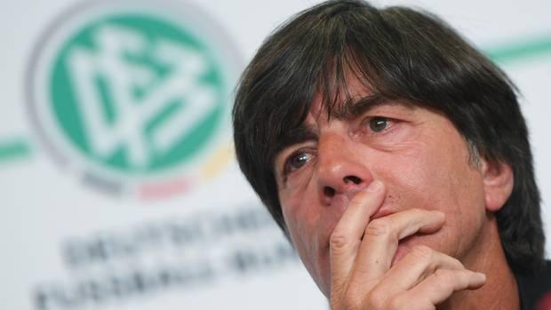 Jogi Löw nachdenklich - wen nominiert er für den WM-Kader, wen muss er enttäuschen?