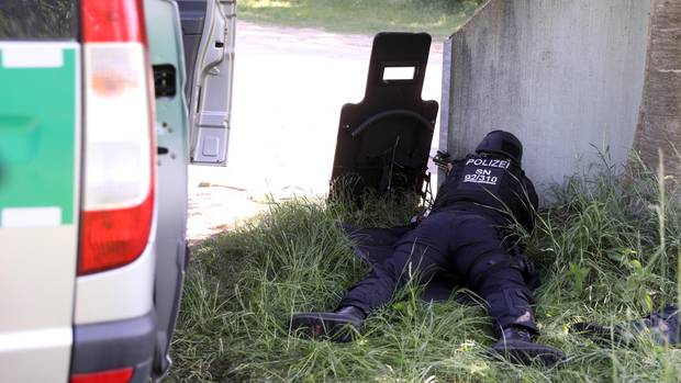 Stundenlang versuchte das SEK, den Mann zum Aufgeben zu überreden. Ein Roboter fand schließlich dessen Leiche.