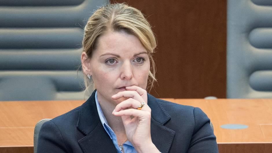 """""""Drohungen gegen mein Leben"""": NRW-Agrarministerin Christina Schulze Föcking tritt zurück"""